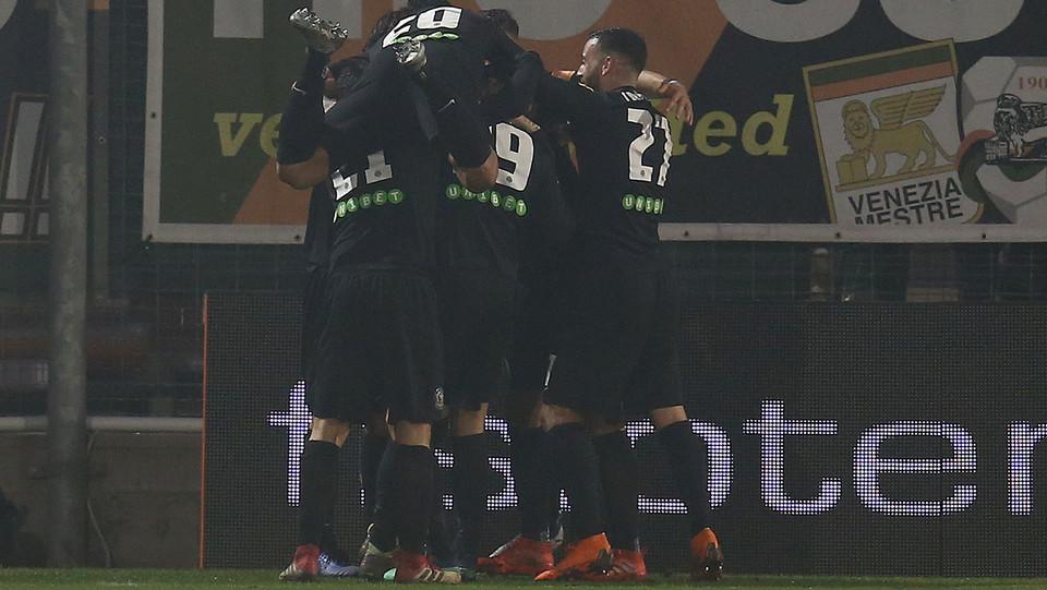 Venezia-Ascoli 1-0. Citro festeggia il gol della vittoria con i compagni ©