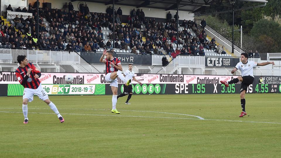 Spezia-Cosenza 4-0. Augello porta in vantaggio i liguri ©