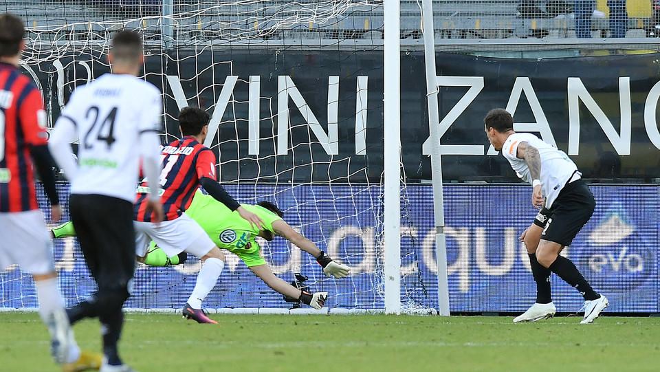 Spezia-Cosenza 4-0. Bartolomei di testa raddoppia ©