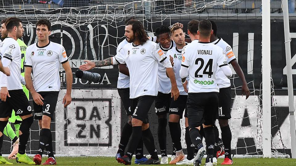 Spezia-Cosenza 4-0. Ricci esulta con i compagni ©