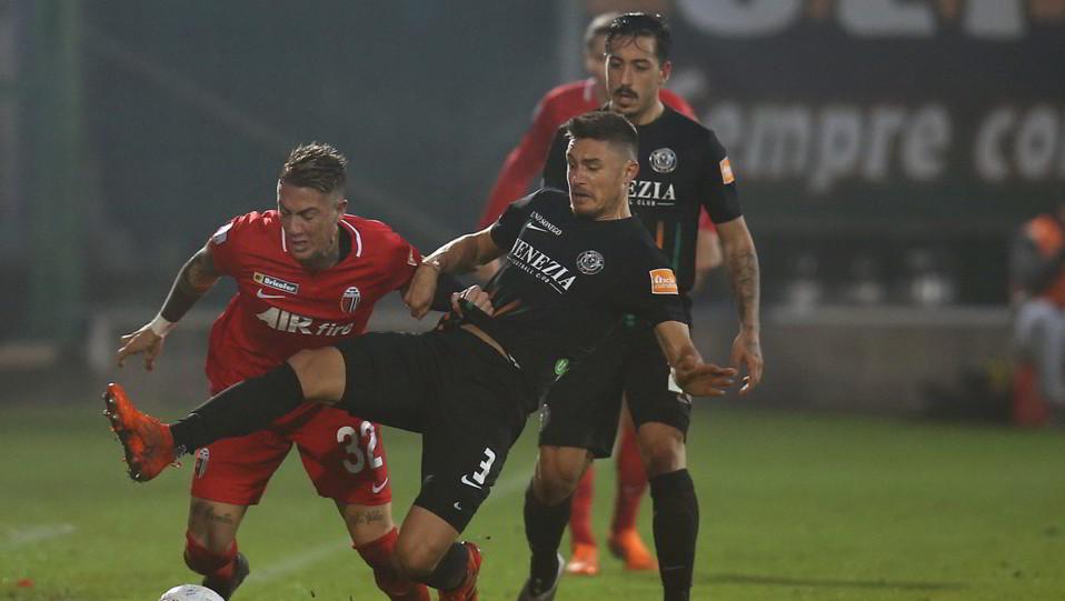 Venezia-Ascoli 1-0. Ardemagni contro Bruscagin ©