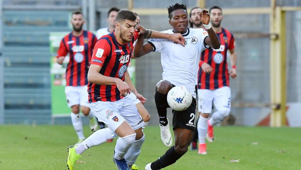 Spezia-Cosenza 4-0. Okereke in azione ©