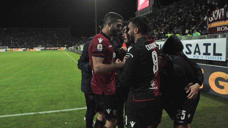 Sau festeggia con i compagni il gol del 2-2 ©