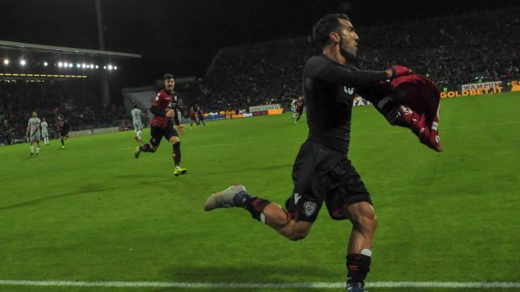 Serie A, harakiri Roma: il Cagliari in nove rimonta da 0-2 a 2-2 al 95'