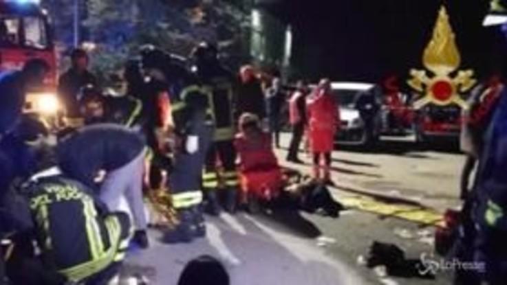 """Ancona, il testimone: """"Volevano picchiare un ragazzo, per questo hanno usato lo spray urticante"""""""