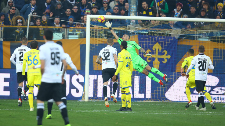 Serie A, Alves replica a Stepinski: Parma-Chievo 1-1
