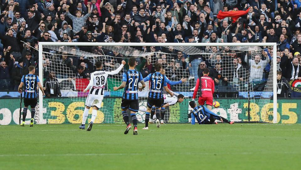 12' Pareggio dell'Udinese! D'Alessandro serve Lasagna che tira in porta e sorprende il portiere! ©