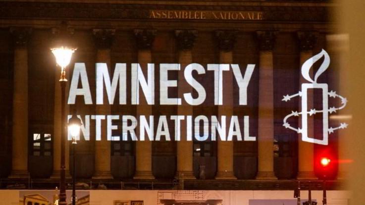 """Migranti, Amnesty: """"Dall'Italia gestione repressiva. Gli sgomberi aumenteranno i senzatetto"""""""