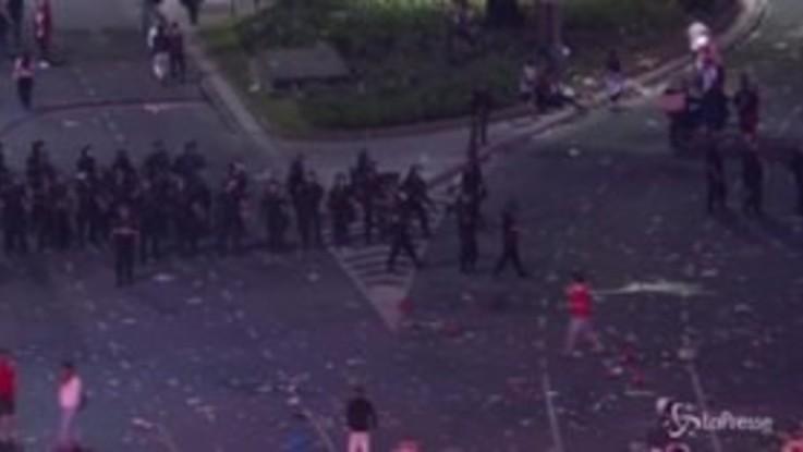 Buenos Aires, scontri tra polizia e tifosi del River Plate dopo i festeggiamenti per la Libertadores