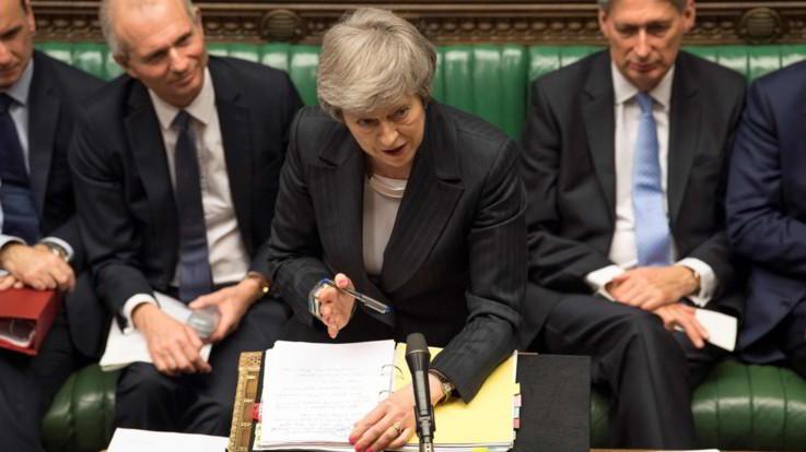 Brexit, May annuncia il rinvio del voto in Parlamento