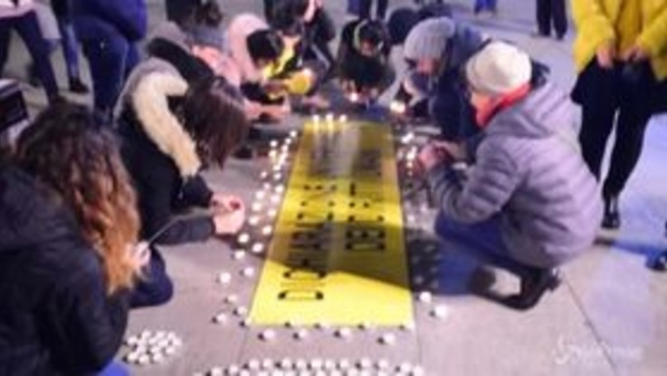Torino, la fiaccolata di Amnesty per i diritti umani
