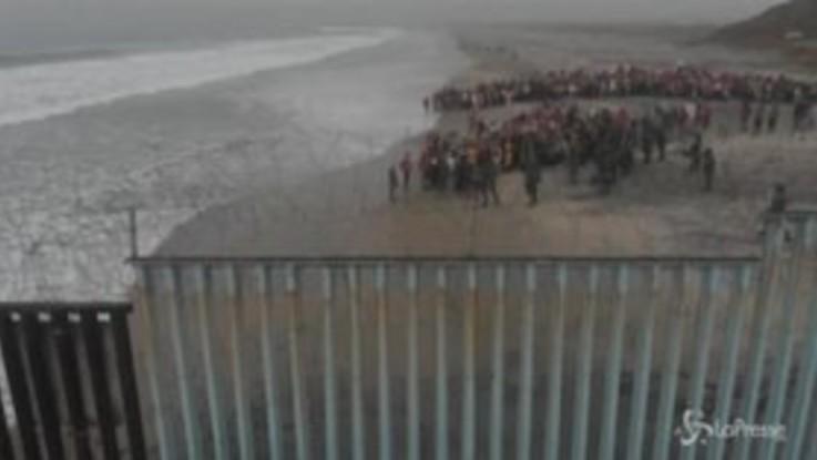San Diego, la protesta delle comunità religiose a favore dei migranti: 32 arresti