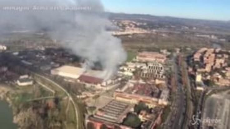 Roma, le immagini dell'incendio viste da un elicottero
