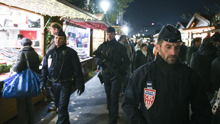 Francia, spari al mercatino di Natale a Strasburgo: quattro morti. Tra gli 11 feriti un giovane reporter italiano