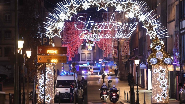 Spari al mercatino di Natale a Strasburgo: tre morti. Caccia al killer