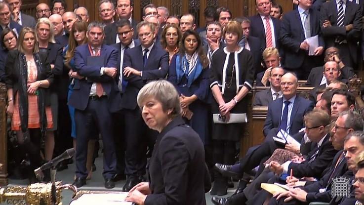 Brexit, mozione di sfiducia dei Tory contro May: oggi il voto