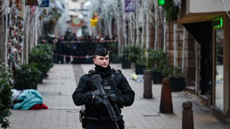 Attacco a Strasburgo, è caccia all'uomo. Il killer avrebbe urlato 'Allah Akbar'. Quattro i fermati