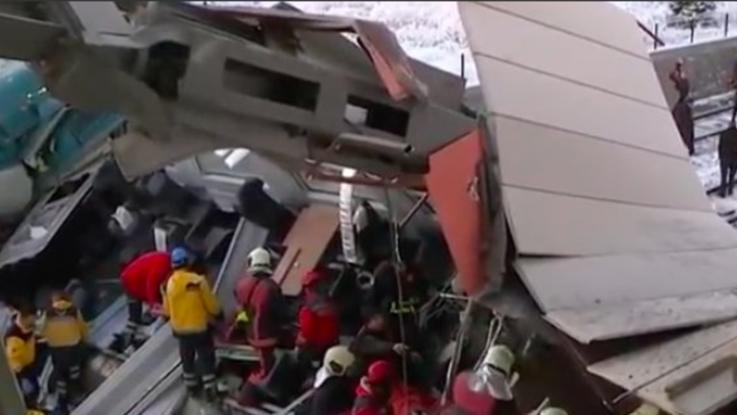 Turchia, treno ad alta velocità contro locomotiva: almeno sette morti