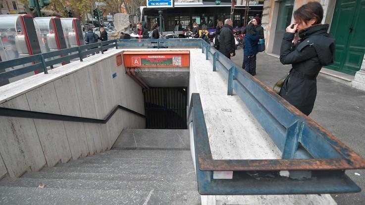 Roma, emergenza metro A: ferme Barberini, Spagna e Repubblica. Ira sui social