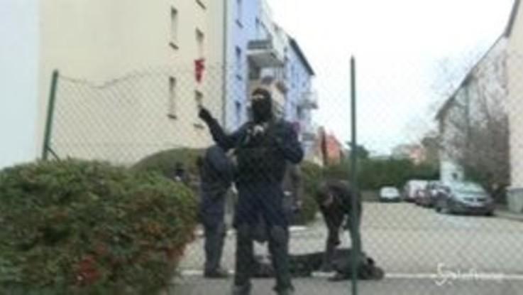 Strasburgo, le immagini del blitz della polizia a Neudorf