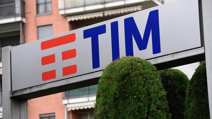 Tim, Vivendi chiede assemblea e candida Bernabè e Galateri in cda