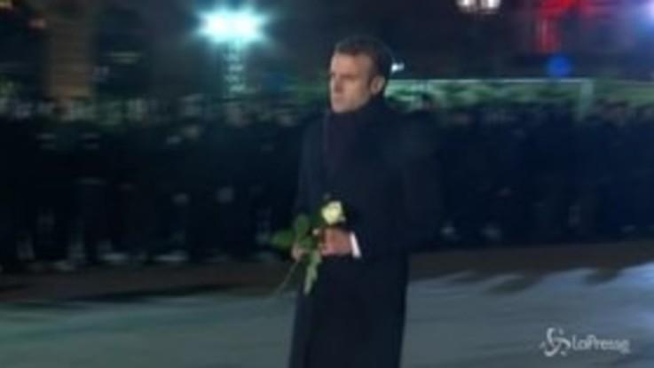 Strasburgo, Macron visita il mercatino di Natale dopo l'attacco