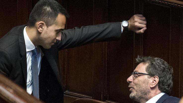"""Giorgetti attacca il reddito di cittadinanza, Di Maio: """"Il contratto l'ho firmato con Salvini"""". E il leader Lega: """"Vogliono farci litigare"""""""