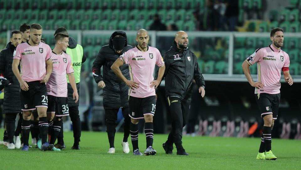 Palermo-Livorno 1-1. I giocatori rosanero delusi a fine match ©