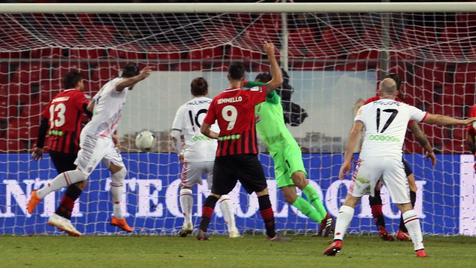 Foggia-Cremonese 3-1. Mogos fa 1-1 ©