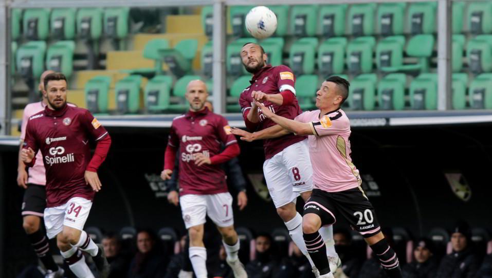 Palermo-Livorno 1-1. Falletti contro Luci ©