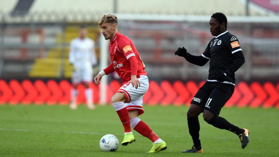 Perugia-Spezia 1-1. Gyasi contro Dragomir ©