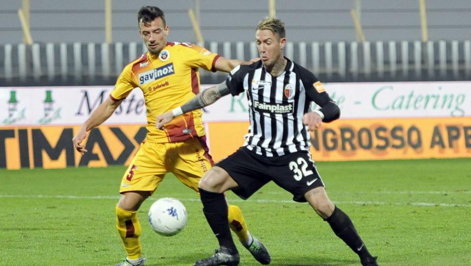 Ascoli-Cittadella 1-1. Adorni contro Ardemagni ©