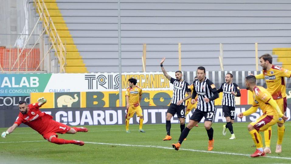 Ascoli-Cittadella 1-1. Schenetti porta in vantaggio gli ospiti ©