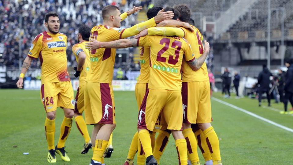 Ascoli-Cittadella 1-1. Schenetti esulta con i compagni ©