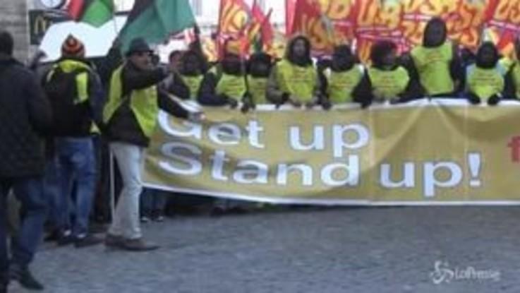 Roma, i migranti si uniscono in protesta: il corteo contro il decreto Salvini