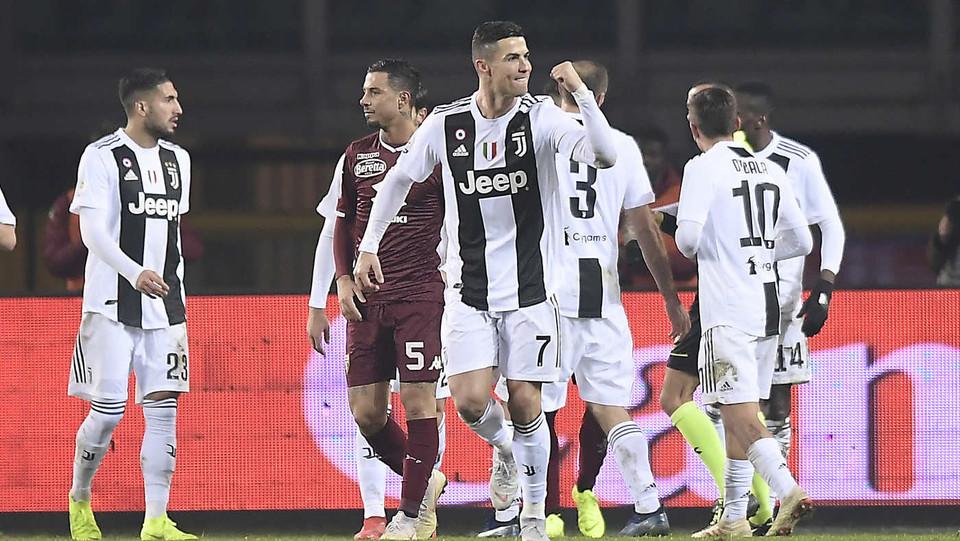 Ronaldo esulta dopo il gol e viene ammonito ©