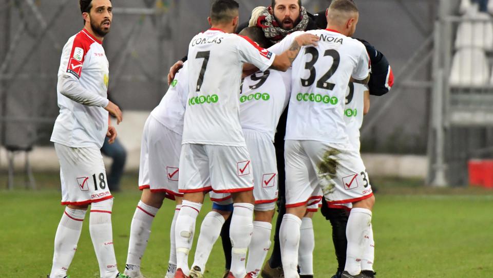 Carpi-Salernitana 3-2. Pasciuti esulta dopo aver segnato il gol che porta il Carpi in vantaggio ©