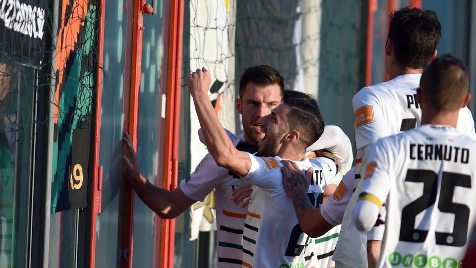 Crotone-Venezia 1-1. Modolo sblocca il risultato: il suo gol porta in vantaggio il Venezia ©