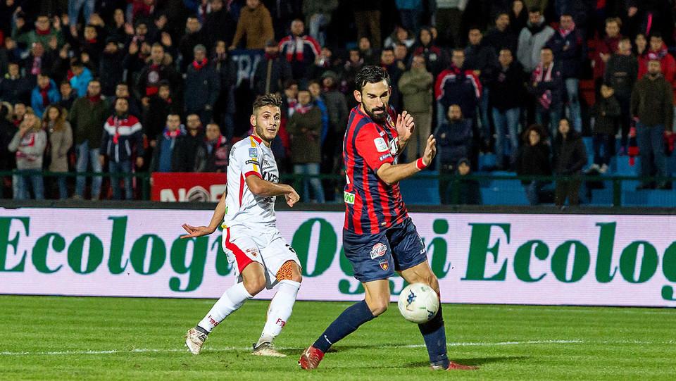 Cosenza-Benevento 0-0. Idda (Cosenza) e Coda (Benevento) ©