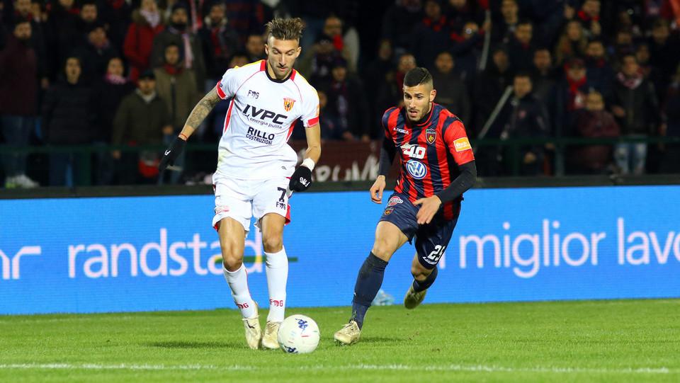 Cosenza-Benevento 0-0. Di Chiara (Benevento) e Tutino (Cosenza) ©