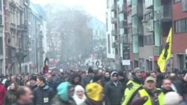 Migranti, protesta a Bruxelles contro patto Onu: scontri e 70 arresti