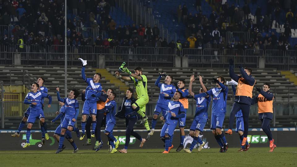Brescia-Lecce 2-1. I padroni di casa festeggiano per la vittoria ©