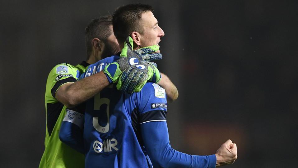 Brescia-Lecce 2-1. Gastaldello esulta per la vittoria ©