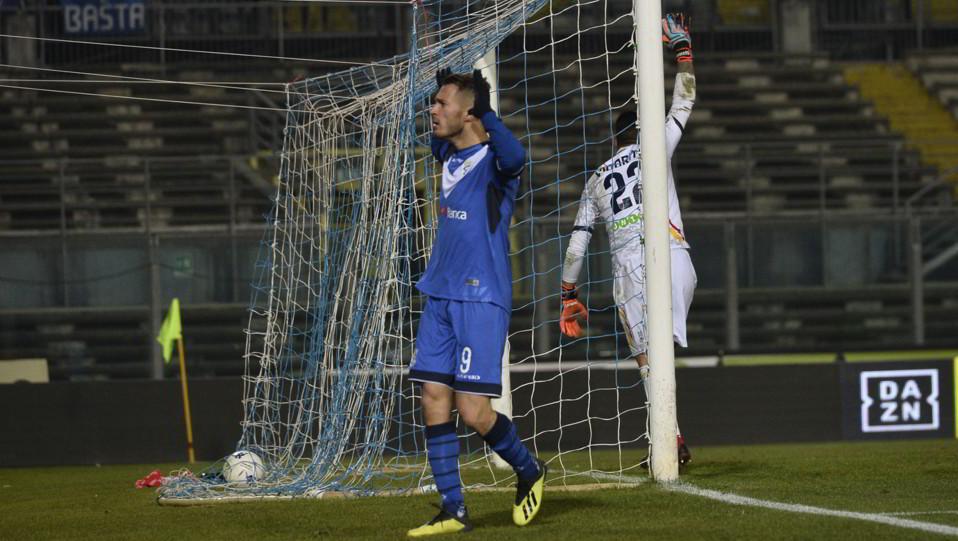 Brescia-Lecce 2-1. Caracciolo esulta per il pareggio ©