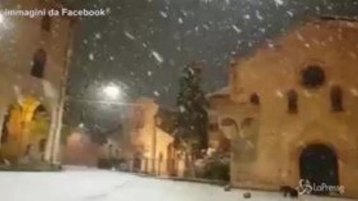 Prima neve a Bologna: le immagini di Piazza Santo Stefano
