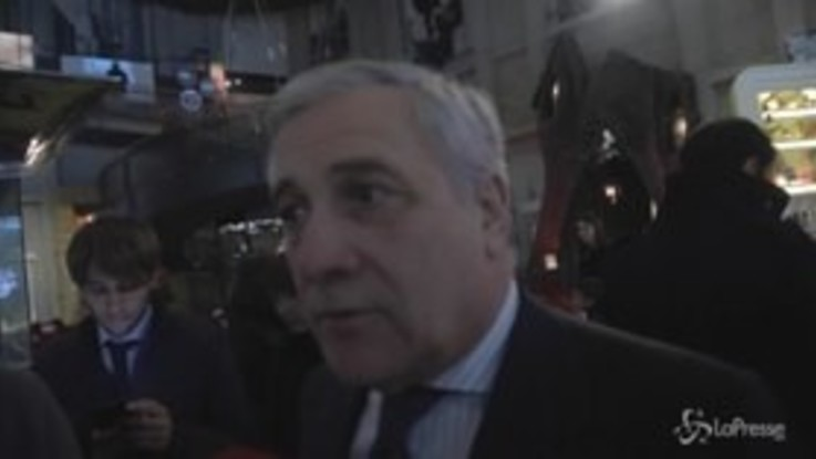 """Manovra, Tajani: """"Al primo starnuto di Juncker hanno fatto marcia indietro"""""""
