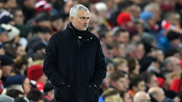 Manchester United, ufficiale: esonerato José Mourinho