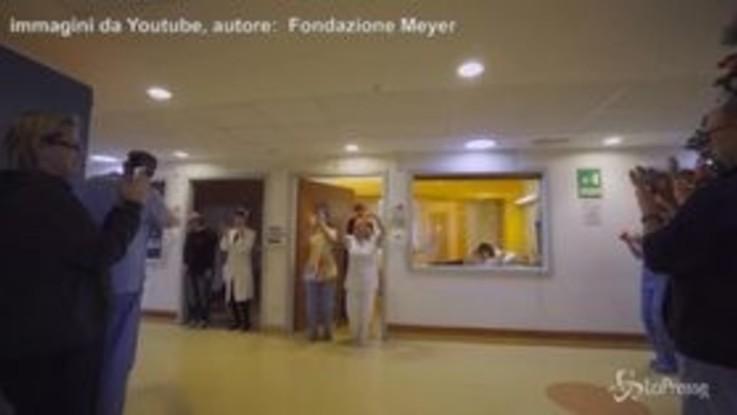 Il ballo per i bambini malati: medici e infermiere all'arrembaggio sulle note di One Piece