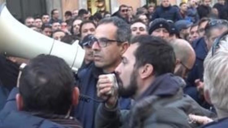 """Roma, la rabbia degli Ncc contro il governo: """"Vergogna, vergogna"""""""