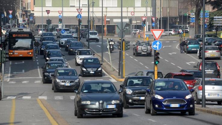 Smog, Brescia è la città più inquinata d'Italia. Roma primato delle voragini